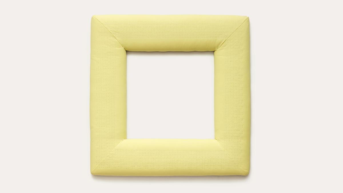 Jenni Tischer Pin Grid Array VI, 2015 Holz, Stoff, Stecknadeln 100 × 100 × 8 cm Courtesy Jenni Tischer und Krobath Wien