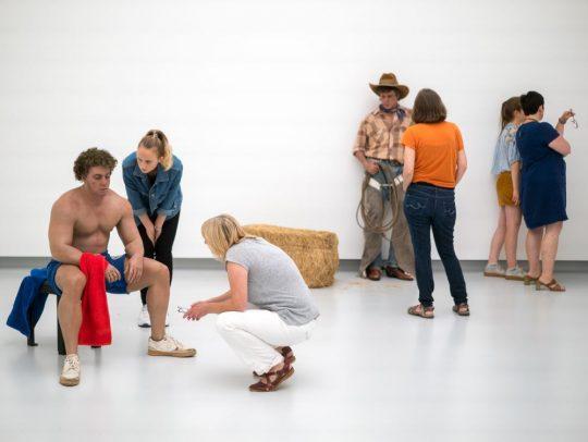 Blick in die aktuelle Ausstellung der Kunsthalle Tübingen. Foto: Ulrich Metz | für die Arbeiten von Duane Hanson © VG Bild-Kunst, Bonn, 2018