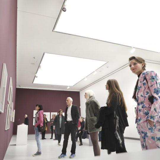 Besucherinnen und Besucher der Kunsthalle Tübingen. Foto: Anne Fanden