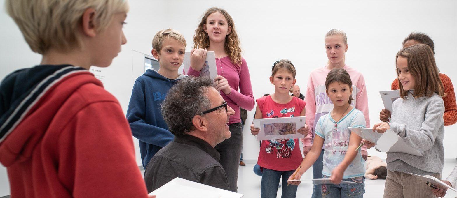 Schülerinnen und Schüler in der Kunsthalle Tübingen. Foto: Ulrich Metz
